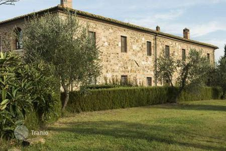 Houses with pools for sale in San Quirico D'orcia. Villa – San Quirico D'orcia, Tuscany, Italy
