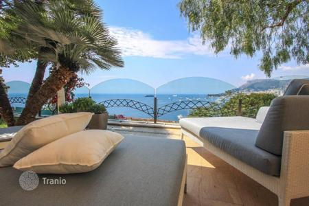 Luxury 3 bedroom houses for sale in Roquebrune - Cap Martin. Superb villa overlooking the Principality of Monaco to Cap-Martin