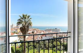 3 bedroom apartments by the sea for sale in Lisbon. Three-bedroom apartment near the Castle of St. George, Lisbon, Portugal