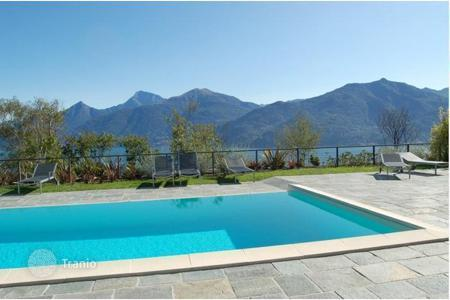 Houses with pools for sale in Lake Como. Villa – Lake Como, Lombardy, Italy