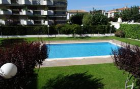 Apartment with a parking, a terrace and a sea view in a residential complex with a pool and a garden, Cambrils, Spain for 250,000 €