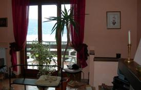 Property for sale in Baveno. Cozy apartment with a terrace, a garden and lake views, Baveno, Piedmont, Italy