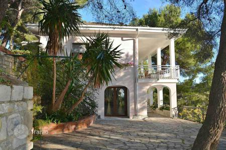 Houses for sale in Liguria. Villa in Cervo, Italy