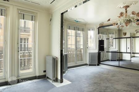 1 bedroom apartments for sale in Neuilly-sur-Seine. Apartment with fireplace, in an old building, in Neuilly-sur-Seine, Paris, France