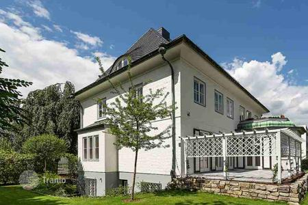 Luxury houses for sale in Berlin. Villa with a granny flat not far from the city train station Heerstraße, Westend, Berlin