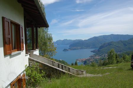Cheap 3 bedroom houses for sale in Italy. Charming villa panoramic views of Lake Como