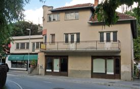 The Villa was built between 1958 and 1961. In 1970 an annex was added to the house. for 150,000 €