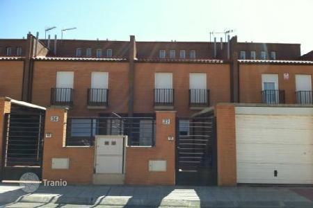 Cheap 4 bedroom houses for sale in Yebes. Villa - Yebes, Castille La Mancha, Spain