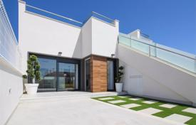 Houses for sale in Los Alcazares. Modern townhouses with plots in Los Alcazares, Alicante, Spain