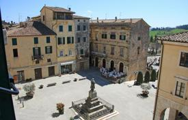 "Property for sale in Tuscany. Renovated apartment in the old town in Tuscany ""Peach-orange"" — In the heart of the historical context of Sarteano (Si)"