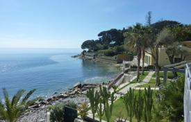 1 bedroom apartments by the sea for sale in Liguria. Bordighera sea view apartment directly on the beach for sale