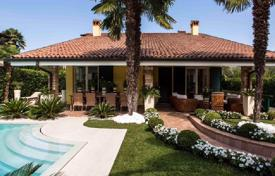 Luxury 4 bedroom houses for sale in Lombardy. Furnished villa with garden, swimming pool and garage, in Desenzano Del Garda, Brescia, Italy