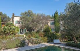 Luxury 6 bedroom houses for sale in Côte d'Azur (French Riviera). Cannes backcountry — Mas with panoramic view
