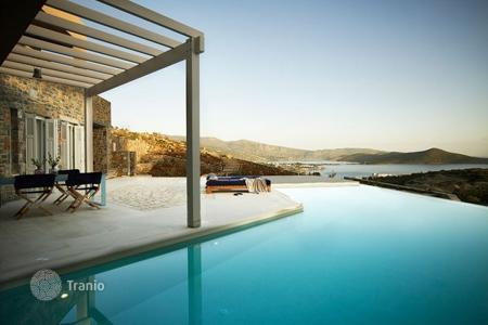 Villas and houses by the sea for rent with swimming pools in Crete. Villa – Elounda, Crete, Greece