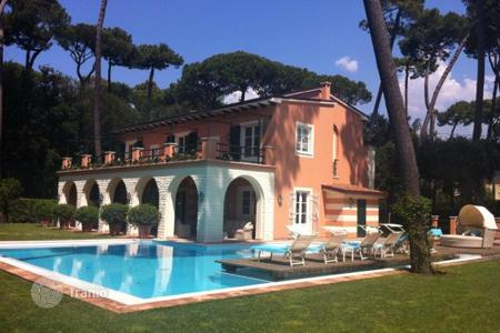 Villas and houses by the sea for rent with swimming pools in Italy. Villa – Tuscany, Italy