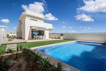 3 bedroom houses for sale in La Zenia. Luxury villa with private pool in La Zenia