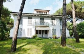 Four-level villa with a large plot of land, only 100 meters from the sea, Poveromo, Tuscany, Italy for 3,500,000 €