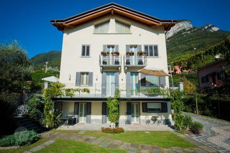 Luxury houses for sale in Lombardy. Perfect villa with view over Lake Como