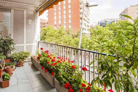 5 bedroom apartments for sale in Catalonia. Spacious apartment in Zone Alta, Barcelona