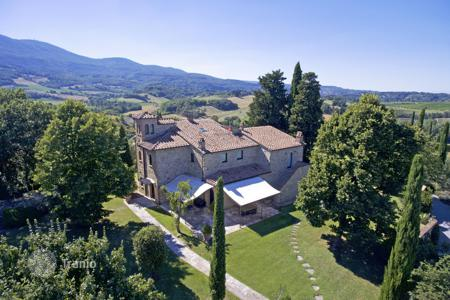 Houses for sale in Cetona. Elegant farmhouse for sale in Tuscany
