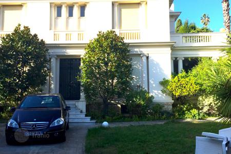 Property for sale in Nice. Elegant mansion near the shops and commodities
