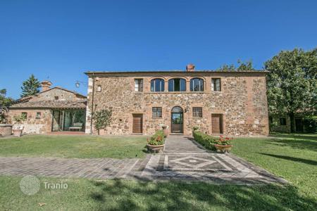 Luxury houses for sale in Pienza. Historic estate with large plot of land, park and stables in the Val d'Orcia, near Trequanda, Tuscany