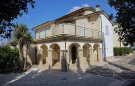 Beautiful villa with a pool in the medieval Tuscan town of Marciano della Chiana, Italy for 900,000 €