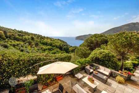 Villas and houses for rent with swimming pools in Liguria. Villa Ortensia