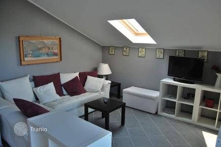 2 bedroom apartments for sale in Alassio. Furnished apartment with a terrace and a view of the sea, in a quiet district, close to the beach, Alassio, Italy