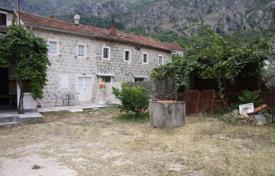 5 bedroom houses by the sea for sale in Montenegro. Old stone, 142 m² house for sale in Risan. it has a sea view and it sits on the 543 m² plot of land.
