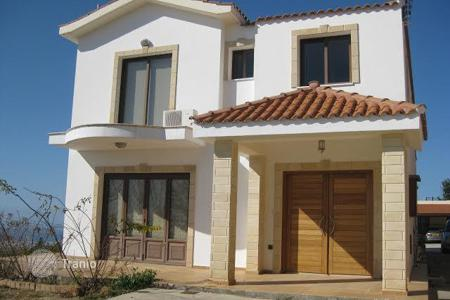 Houses with pools for sale in Armou. Four Bedroom Detached House