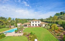 Luxury houses for sale in Chateauneuf-Grasse. Villa – Chateauneuf-Grasse, Côte d'Azur (French Riviera), France