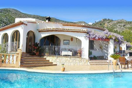 Residential for sale in Jalón. 3 bedroom large house on a flat plot, with private pool with stunning views over the Jalón Valley