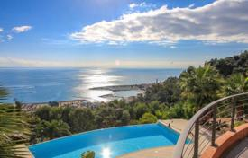 Houses with pools for sale in Menton. Villa in the hills of Menton