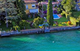 Luxury 3 bedroom houses for sale in Lake Garda. Villa – Garda, Veneto, Italy