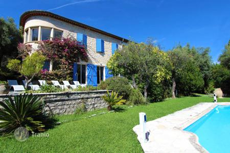 Property for sale in Vence. Lovely bastide in the center of Vence