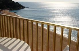 2 bedroom apartments for sale in Costa Brava. Apartment on the first line of the sea in the centre