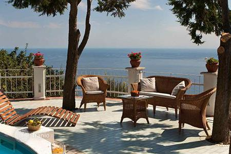 Villas and houses to rent in Amalfi. I Due Golfi