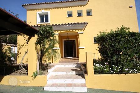 Coastal villas and houses for rent in Costa del Sol. Villa - San Pedro Alcántara, Andalusia, Spain