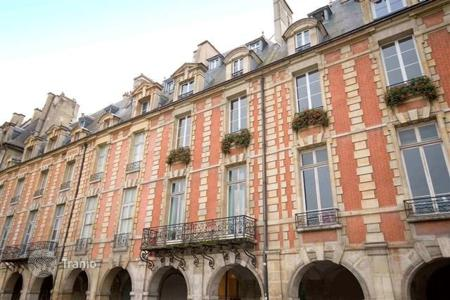 Luxury 2 bedroom apartments for sale in Paris. Paris 4th District – Historic Place des Vosges