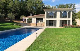 Luxury houses for sale in Muan-Sarthe. New villa in neo-provencal style with a pool, Mouans-Sartoux, France