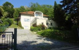 Property for sale in Lower Austria. Fantastic villa with pool in Münichsthal