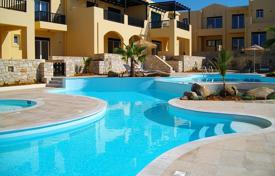 Apartments with pools for sale in Rethimnon. Comfortable apartment with a terrace and sea and mountain views in a residential complex with a garden and a pool, Rethymnon, Greece