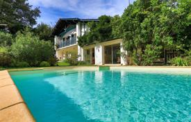 4 bedroom houses for sale in Nouvelle-Aquitaine. Traditional villa with a pool in Ascain, Aquitaine, France