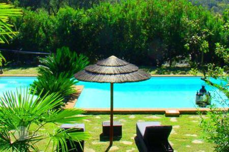 Villas and houses for rent with swimming pools in Lazio. Villa Tiberio