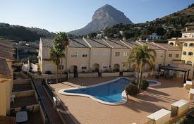 2 bedroom apartments by the sea for sale in Alicante. 2 bedroom apartment with communal pool in Jávea