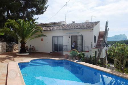 3 bedroom houses for sale in Benissa. 3 bedroom villa with private pool, mountain views, garage and fitness room in Benissa