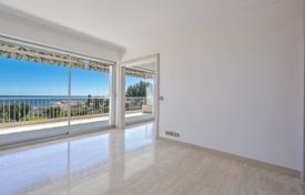 Luxury apartments with pools for sale in Cannes. Apartment with light and spacious rooms, Cannes, France