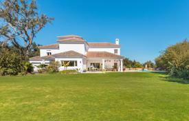 A spacious 3 storey south-facing family villa located in the C zone, a very popular area in the lower part of Sotogrande Alto for 1,450,000 €