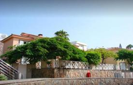 2 bedroom apartments for sale in Gran Canaria. Beautiful house directly by the sea in a quiet complex